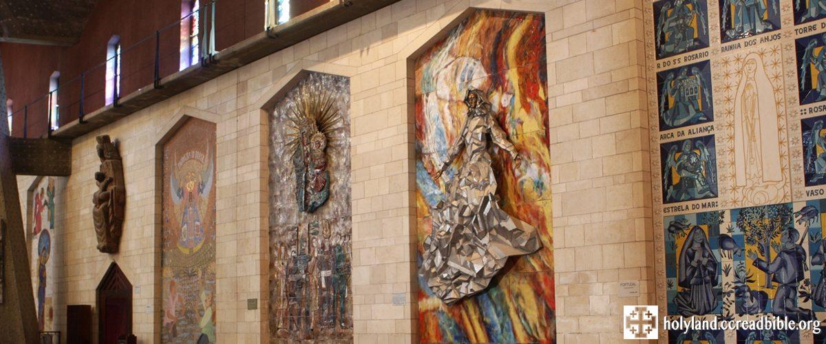 聖母領報大殿內的各國聖母像
